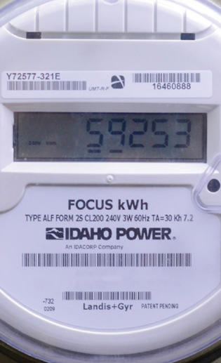 Idaho Power focus meter showing delivering and receiving energy for customer generation and solar panels